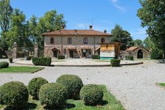 Старое здание в дворе старого замка в Grazzano Visconti Стоковое Фото