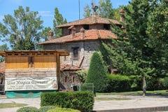 Старое здание в дворе старого замка в Grazzano Visconti Стоковые Фотографии RF