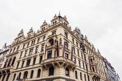 Старое здание гостиницы в драматических цветах стоковая фотография