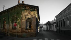 Старое здание на старой улице Стоковые Фотографии RF