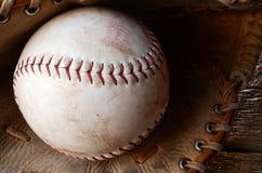 Старое используемое оборудование бейсбола Стоковое Изображение