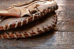 Старое используемое оборудование бейсбола Стоковые Изображения RF
