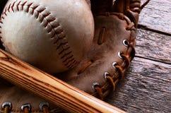 Старое используемое оборудование бейсбола Стоковое Фото
