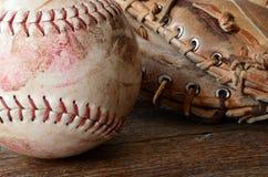 Старое используемое оборудование бейсбола Стоковая Фотография