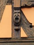 Старое историческое резное изображение в Obernai, Эльзасе, Франции Стоковые Фото