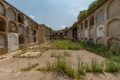 Старое и покинутое кладбище Стоковые Изображения