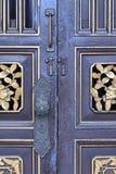 Старое китайское украшение двери стоковая фотография rf