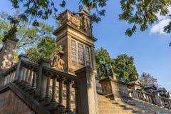 Старое кладбище Vysehrad в Праге, чехии стоковые фото