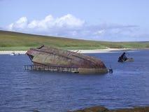 Старое кораблекрушение в барьерах Черчилля, оркнейские острова, Шотландия Стоковая Фотография