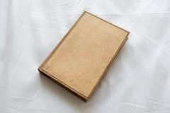 Старое коричневое книга в твердой обложке книги Стоковое Изображение
