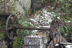 Старое колесо водяной мельницы Стоковые Изображения