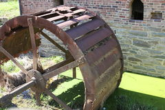 Старое колесо мельницы и воды Стоковое Изображение RF