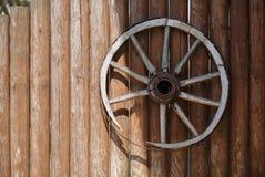 Старое колесо тележки Стоковая Фотография