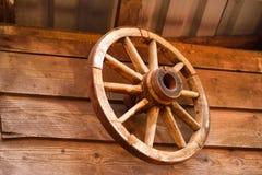 старое колесо фуры деревянное Стоковая Фотография