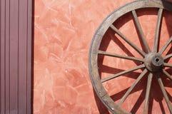 старое колесо фуры стоковое фото rf