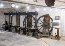 Старое машинное оборудование для изготовления оливкового масла на Masseria Il Frantoio, южной Италии Стоковая Фотография RF