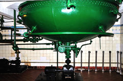 Старое машинное оборудование производства пива Стоковая Фотография