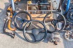 Старое место частей машины автомобиля на прогулке улицы в подержанном Стоковые Фото