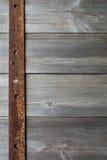 Старое металлопластинчатое на древесине Стоковое Изображение