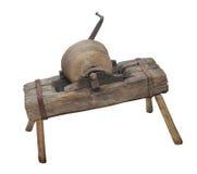 Старое меля каменное колесо Изолировано на белизне стоковые фото