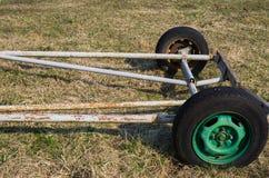 Старое оборудование для сельскохозяйственных работ в поле На ферме стоковое изображение rf