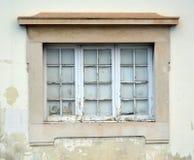 Старое окно на университете Coimbra стоковое изображение
