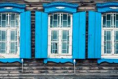 старое окно Окно старого деревянного дома журнала на backgr Стоковые Фотографии RF