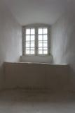Старое окно средневекового замка с деревянной рамкой Стоковые Фото