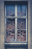 Старое окно, сломанное стекло, bricked окно Стоковые Изображения RF