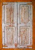 Старое окно хаты, штарки закрыто стоковые фото