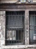 Старое пакостное старое окно с барами Стоковое Фото