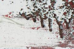 Старое пакостное, grunge, загородка металла с жидкой красной краской 3 Стоковое Изображение RF