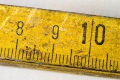 Старое плотничество измерения на деревянной таблице мастерской Доступ Joinery стоковое изображение rf