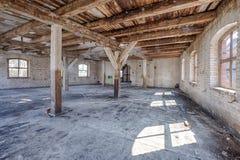 Старое, покинутое и забытое здание Стоковые Изображения