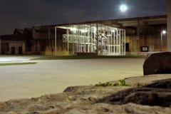 Старое покинутое промышленное место на ноче Стоковая Фотография RF