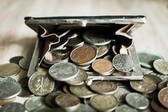 Старое портмоне вполне винтажных монеток Стоковые Фотографии RF