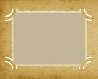 Старое постаретое горизонтальное фото края в Grunge текстурировало винтажный ретро альбом, запятнанную предпосылку страницы портф Стоковые Изображения RF