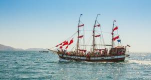 Старое плавание корабля в море Стоковое фото RF
