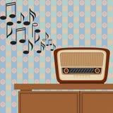 Старое радио играет музыку Стоковые Фото