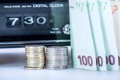 Старое радио с европейскими деньгами Стоковое Изображение