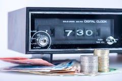 Старое радио с европейскими деньгами Стоковое Фото