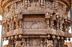 Старое резное изображение в традиционном индийском стиле, на церемониальной тележке индусского виска Картины в Индии Стоковая Фотография RF