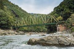 Старое река Япония Katsura железнодорожного моста Стоковое Фото