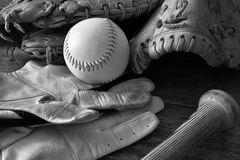 Старое ретро оборудование бейсбола стиля Стоковые Фотографии RF