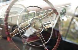 Старое ретро рулевое колесо ` s автомобиля Стоковое Изображение