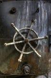 Старое ржавое рулевое колесо Стоковая Фотография