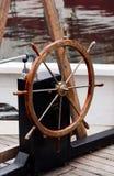 старое рулевое колесо парусника деревянное Стоковая Фотография