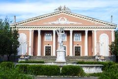 Старое советское здание, дворец культуры в деревне стоковая фотография rf