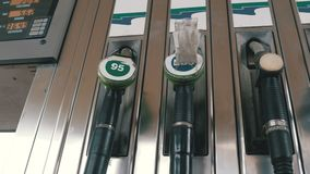 Старое сопло насоса для подачи топлива бензина или газа бензозаправочной колонки Бензоколонка бензозаправочная колонка топлива ав видеоматериал