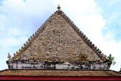 Старое тайского стиля щипца на виске Nontaburi или привлекательностях WAT CHOMPHU WEK стоковые изображения